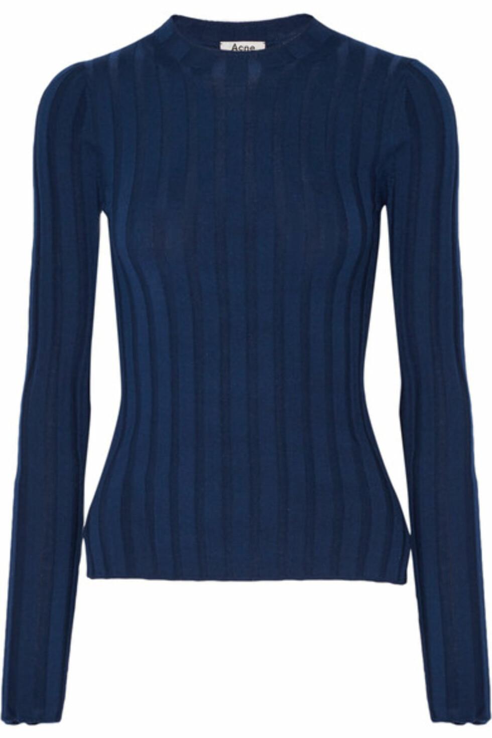 Genser fra Acne Studios via Net-a-porter.com | kr 2552 | https://www.net-a-porter.com/no/en/product/730775/Acne_Studios/carin-ribbed-merino-wool-blend-sweater