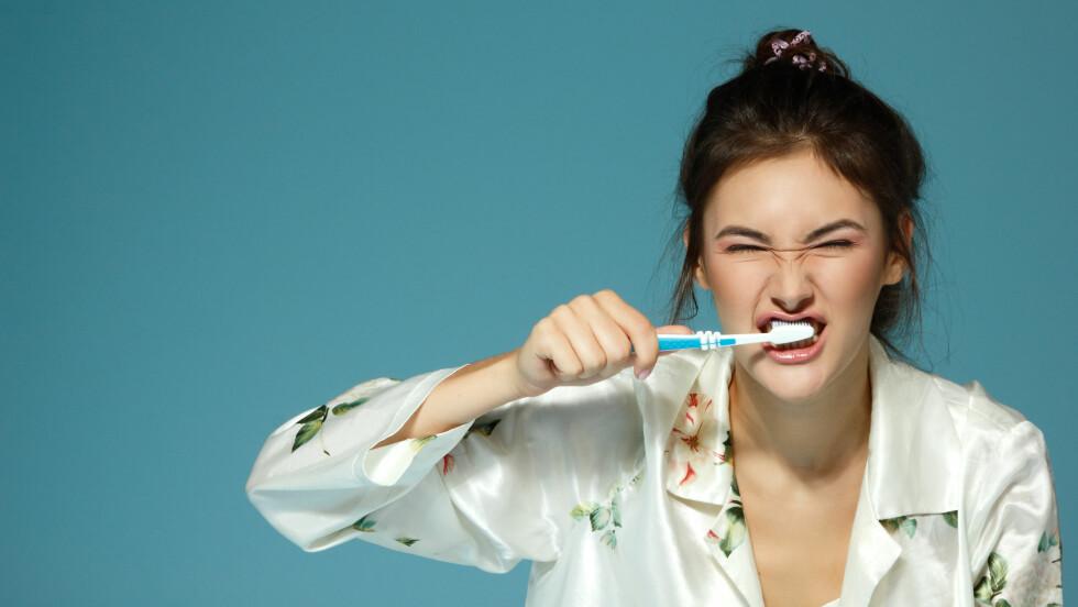 SLURV? Blør du ofte fra tannkjøttet når du pusser tennene, bør du nok bli litt mer nøye med tannhygienen. Foto: Shutterstock / Tuzemka