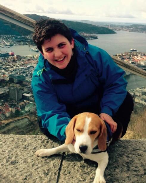 INVITERTE TIL JUL: Trude og hunden Kompis inviterte i fjor en ukjent til julefeiring på formiddagen.  Foto: Privat