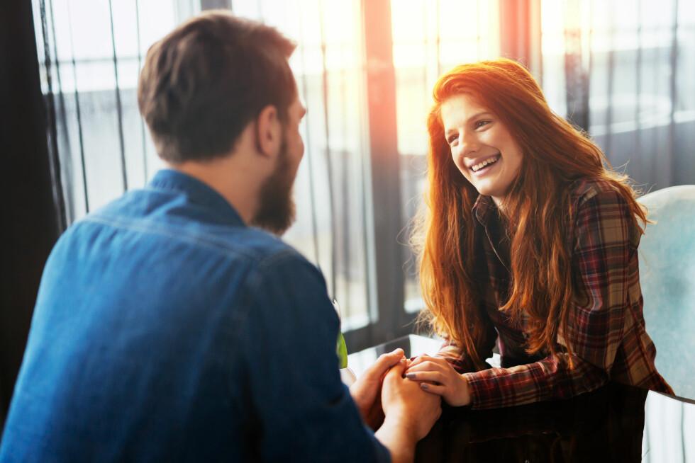 PÅ DATE: Smil, ha øyekontakt og vis interesse.  Foto: Scanpix