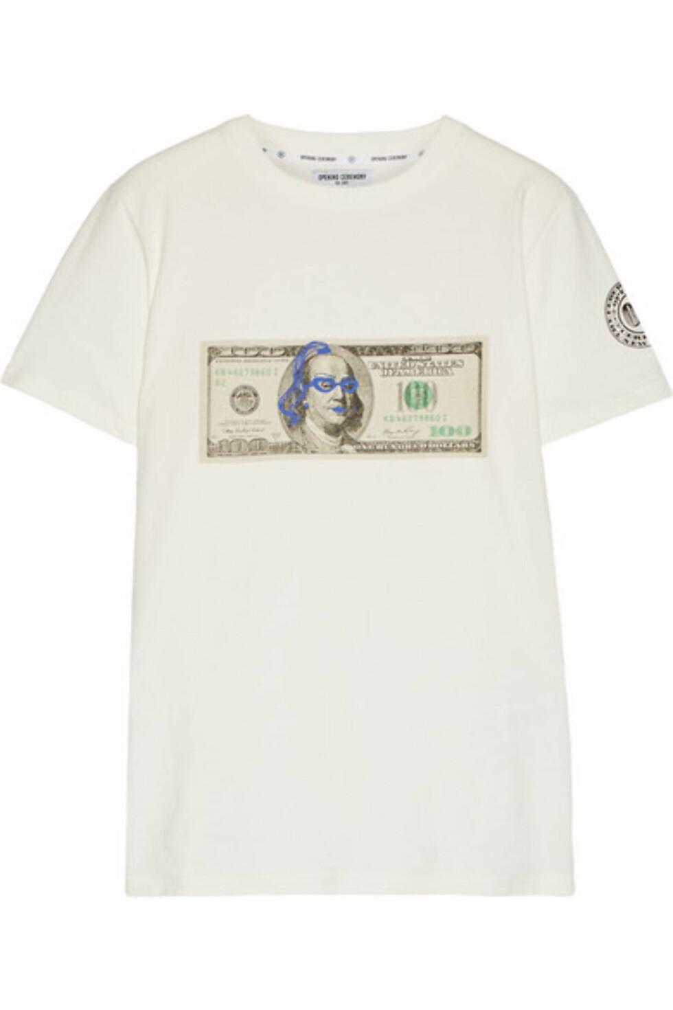 T-skjorte fra Opening Ceremony via Net-a-porter.com | kr 1687 | https://www.net-a-porter.com/no/en/product/715369/Opening_Ceremony/ben-printed-cotton-jersey-t-shirt