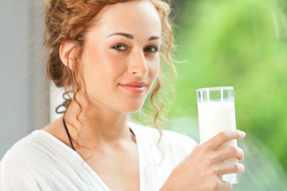 DAGLIG INNTAK: For å få i deg nok kalsium anbefales det at du spiser eller drikker tre meieriprodukter daglig.  Foto: kreativloft GmbH - Fotolia