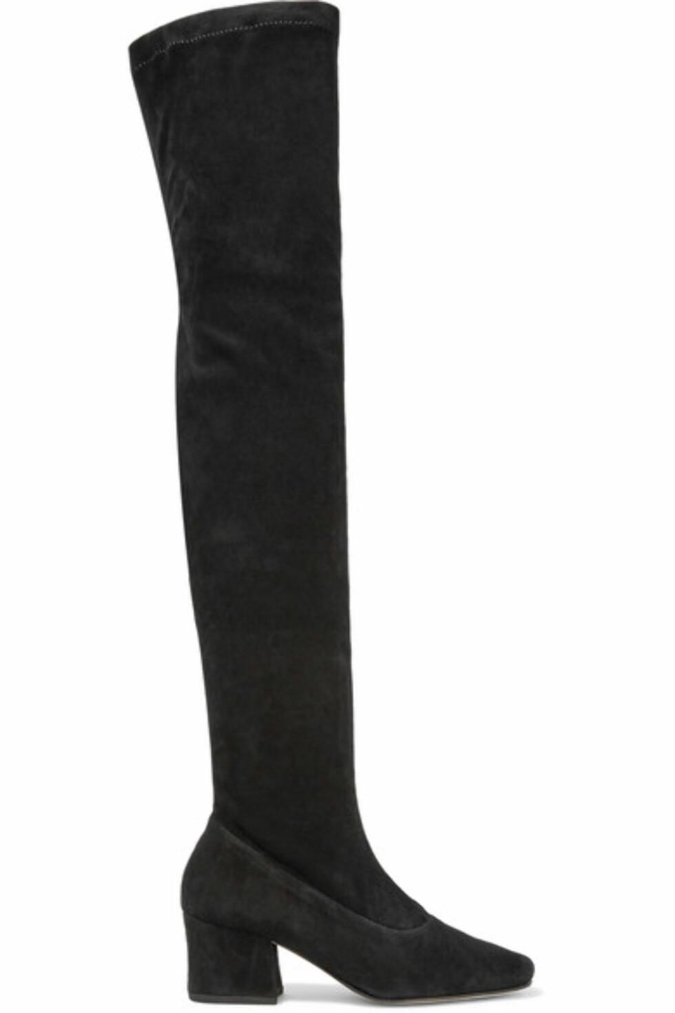 Støvletter fra Dorateymur via Net-a-Porter.com | ca. kr 5200 | https://www.net-a-porter.com/no/en/product/791710/dorateymur/sybil-leek-suede-over-the-knee-boots