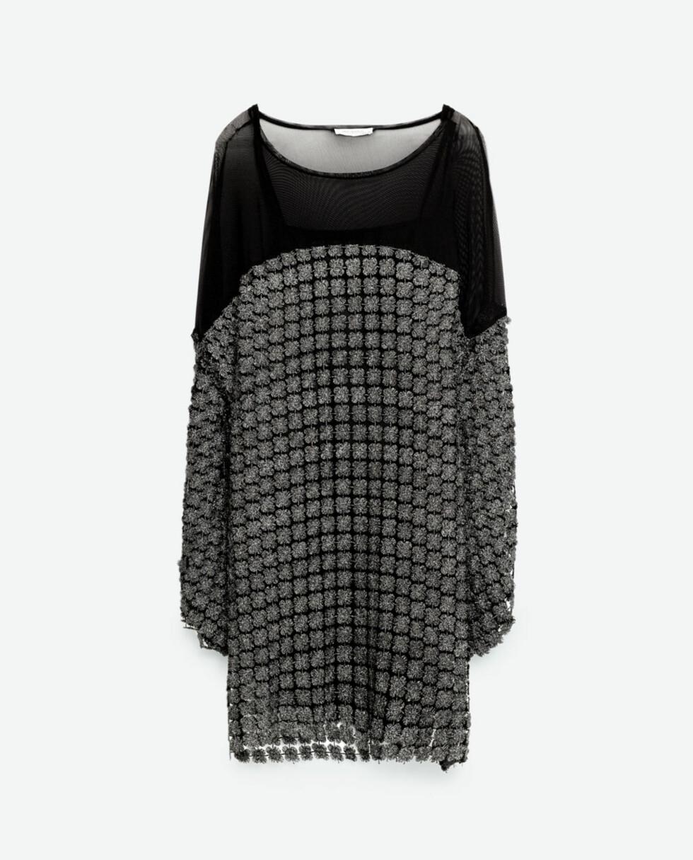 <strong>Kjole fra Zara   kr 499   http:</strong>//www.zara.com/no/no/trf/kjoler/heklet-kjole-med-glitter-c269210p4035012.html