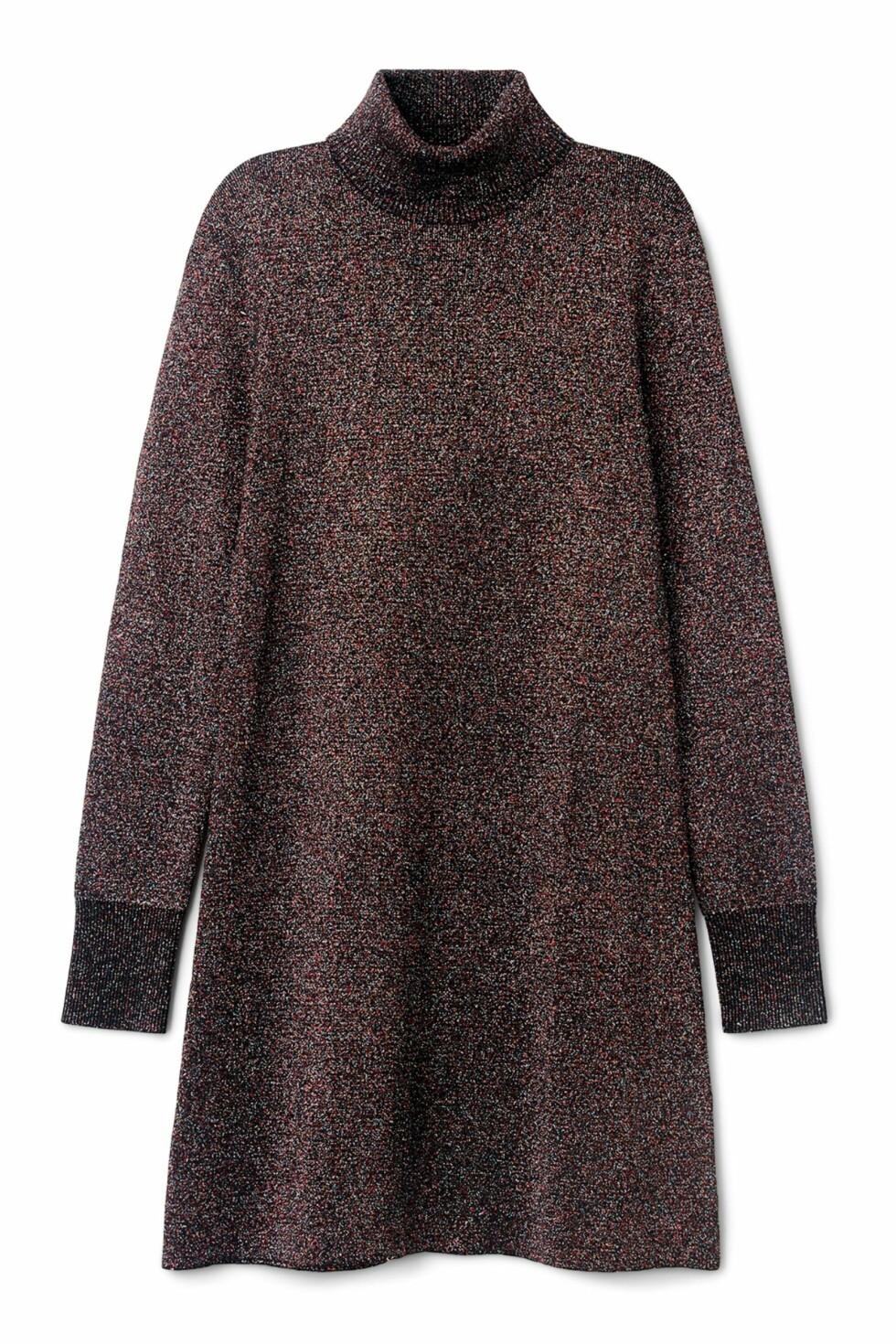 <strong>Kjole fra Weekday   kr 600   http:</strong>//shop.weekday.com/se/Womens_shop/Dresses_Jumpsuits/Sparkle_Knit_Dress/542434-9946196.1#c-47958