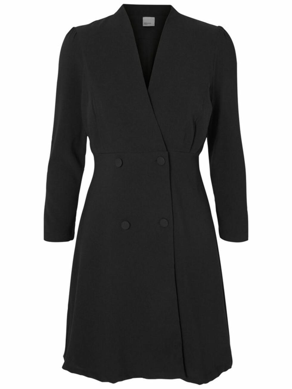 <strong>Dresslignende kjole fra Vero Moda   kr 449,95   http:</strong>//www.veromoda.com/no/no/vm/handla-efter-kategori/kjoler/hverdagskjoler/feminin-langermet-kjole-10165131.html?cgid=vm-day-dresses&dwvar_colorPattern=10165131_Black