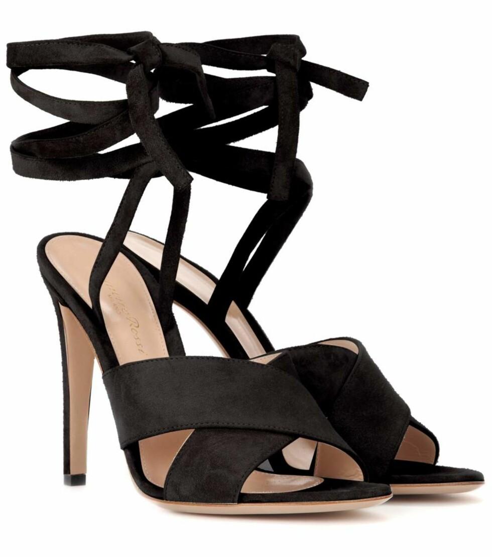 Hæler fra Gianvito Rossi via Mytheresa.com (50 prosent) | kr 2280 | http://www.mytheresa.com/eu_en/crissy-suede-sandals-553278.html?catref=category