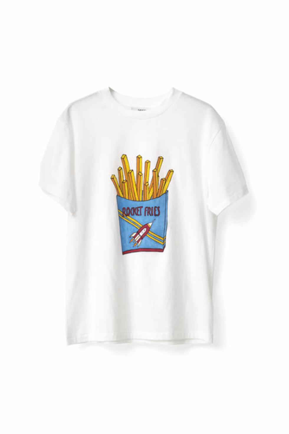 <strong>T-skjorte fra Ganni | kr 499 | http:</strong>//www.ganni.com/shop/tops-and-t-shirts/berkeley-t-shirt%2C-rocket-fries/T1707.html?dwvar_T1707_color=Bright%20White