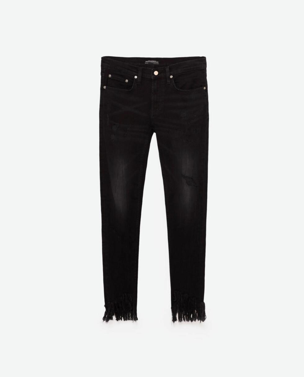 <strong>Jeans med frynsete kant fra Zara | kr 559 | http:</strong>//www.zara.com/no/no/dame/jeans-%7C--20/se-alle/smal-denimbukse-boyfriend-c733918p4006520.html