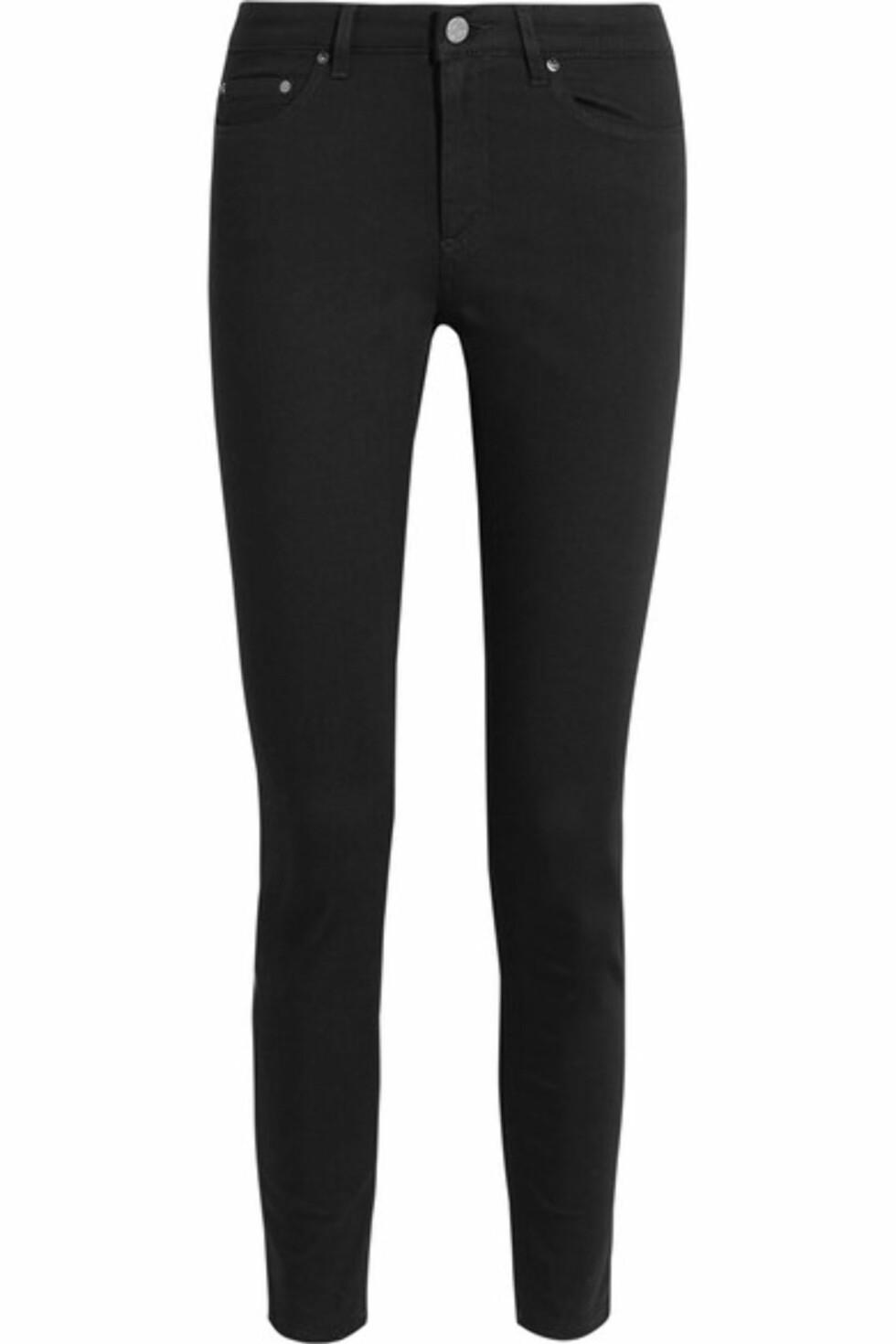 Sorte skinnyjeans fra Net-a-porter.com | kr 1664 | https://www.net-a-porter.com/no/en/product/730770/acne_studios/skin-5-pocket-mid-rise-skinny-jeans
