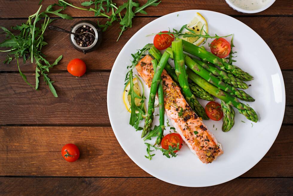 <strong>OVERGANGSALDEREN:</strong> Når du kommer i overgangsalderen er det lurt å fokusere litt ekstra på kostholdet slik at du får i deg de riktige vitaminene og mineralene.  Foto: Shutterstock / Timolina
