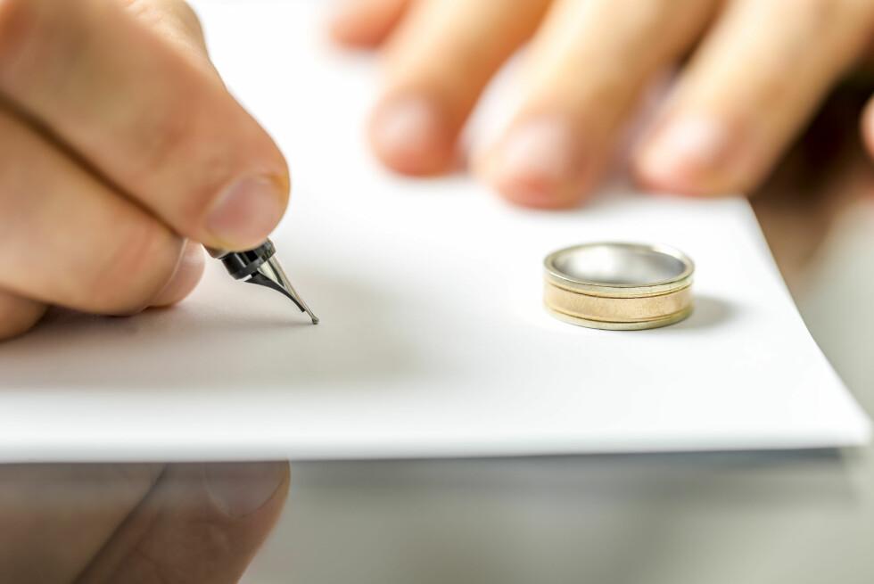SÆREIE: Skal du først gifte deg advarer Sandmæl om at du bør tenke deg godt om før du skriver under på særeie.  Foto: Shutterstock / Gajus