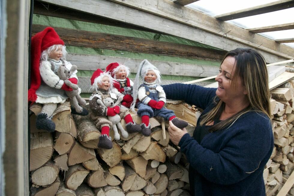 Hilde Dahl lager livaktige nisser Julenisser Jul