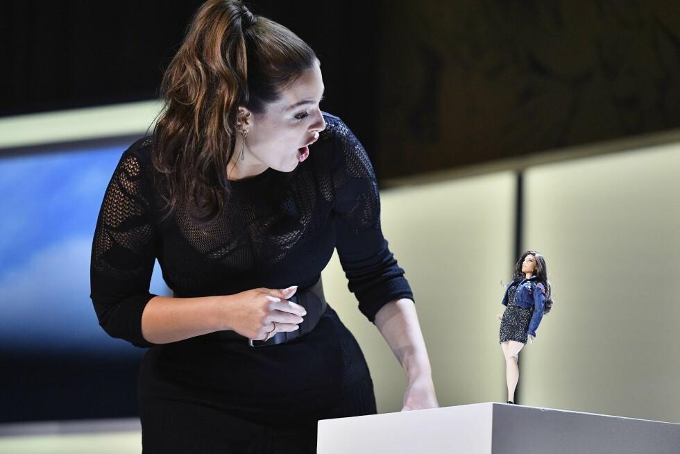 STORFORNØYD: Supermodellen ba spesifikt om at Barbiedukken hennes skulle ha større lår og cellulitter. Foto: Afp