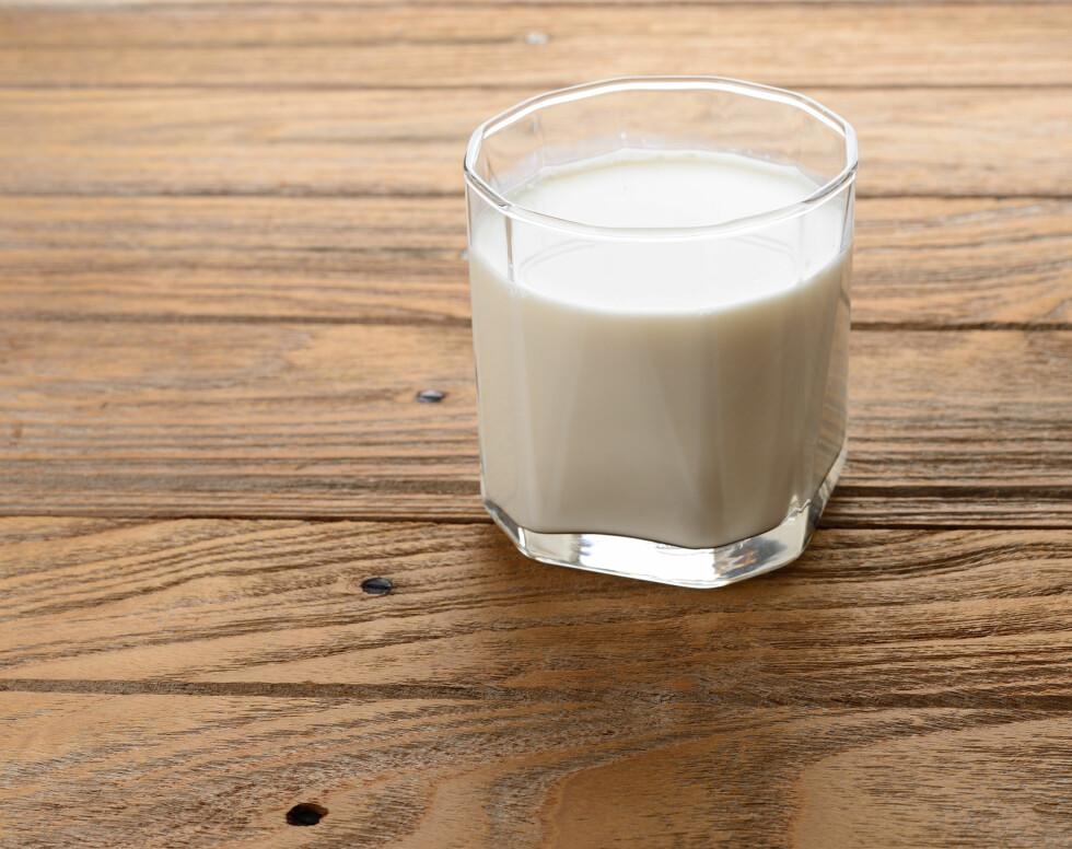 BRA FOR TENNENE: Melk inneholder kalsium og fosfat, som er funnet å være viktige for å bygge opp sterke tenner.  Foto: Preechath - Fotolia