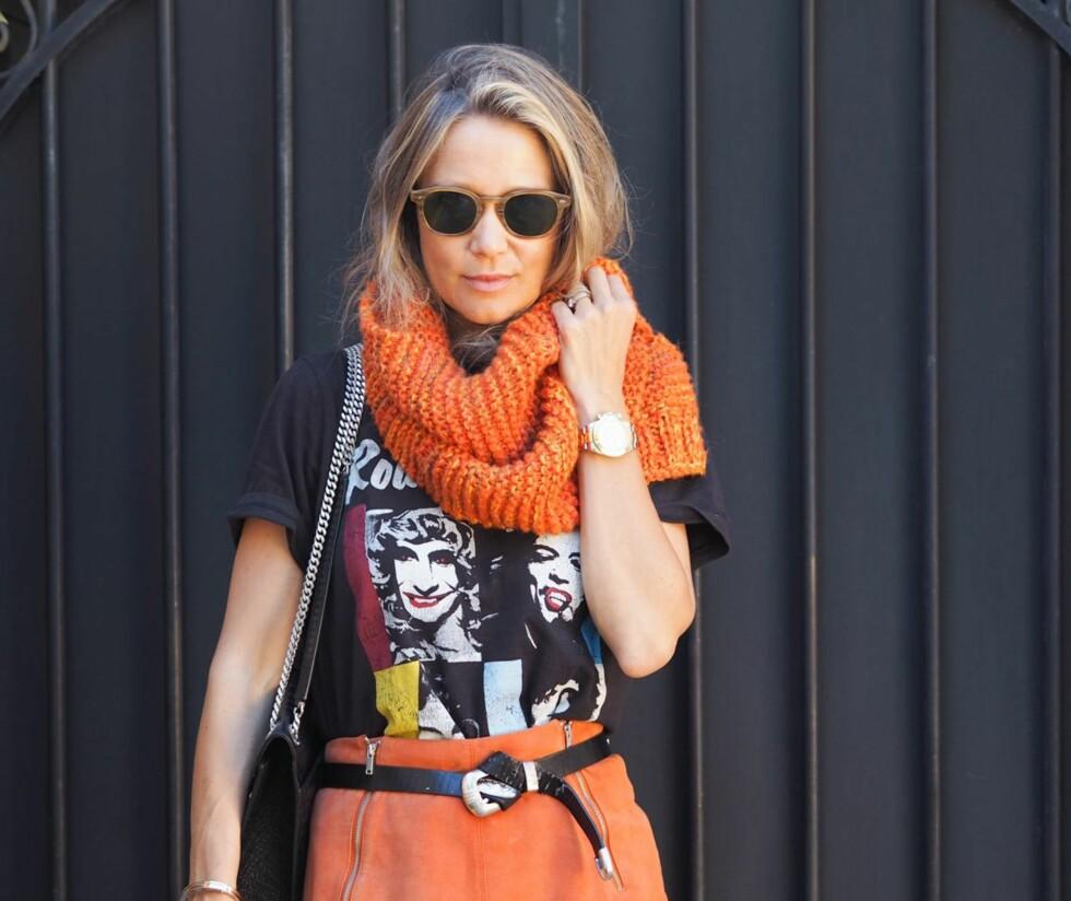 LINE LANGMO: Bloggeren har laget en modernisert oppskrift av det oransje skjerfet.  Foto: Privat (med tillatelse)