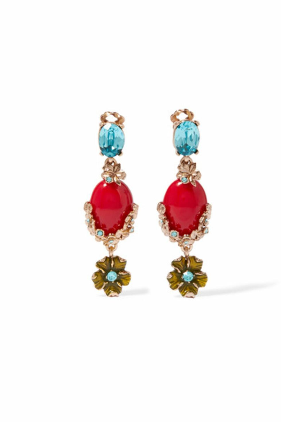 Øredobber fra Oscar de la Renta via Net-a-porter.com | kr 2792 | https://www.net-a-porter.com/no/en/product/801257/oscar_de_la_renta/gold-plated--swarovski-crystal-and-resin-clip-earrings