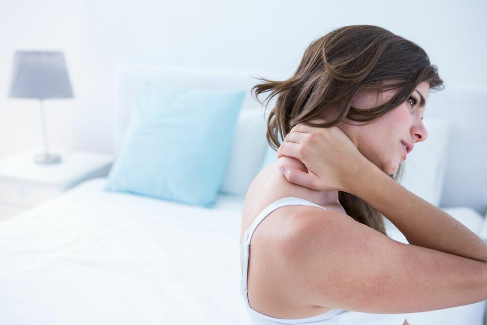 NAKKESMERTER: Feil pute kan gi deg nakkesmerter og dårlig søvn. Foto: Shutterstock / wavebreakmedia