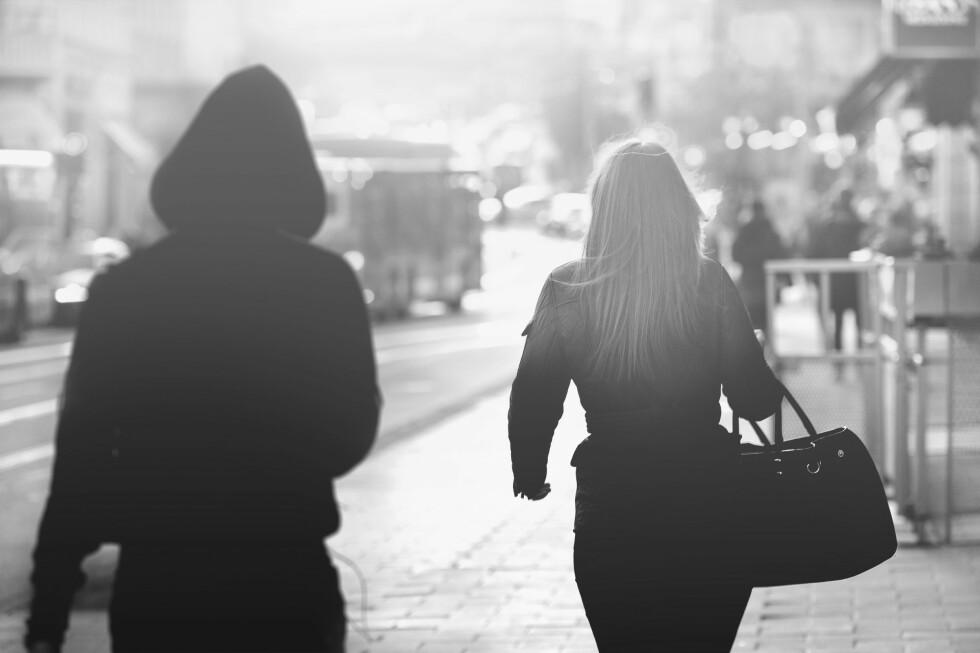 STALKING: Det antas at rundt 12 prosent av alle norske kvinner vil kunne oppleve å bli stalket i løpet av livet. Foto: NTB scanpix