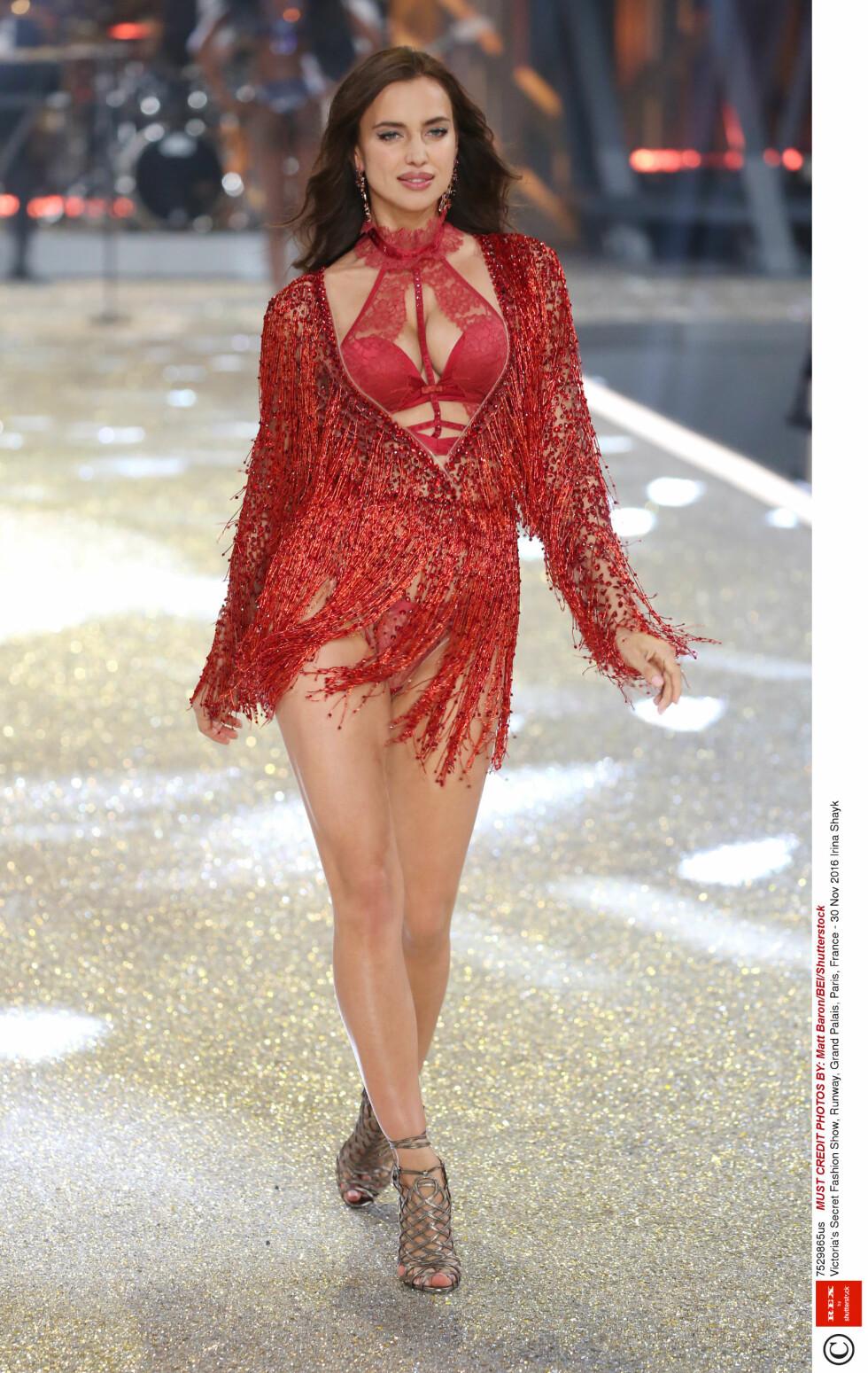 Irina Shayk, Victoria's Secret Fashion Show, Runway 2016  Foto: Rex Features