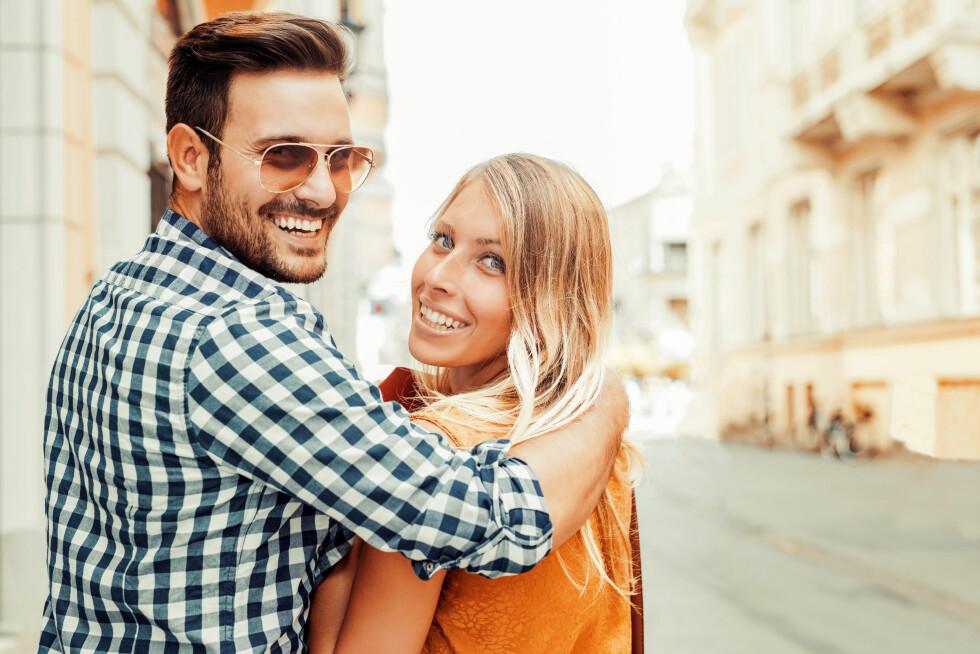STUEREN: Ikke bare har han kul stil og fin frisyre, menn i forhold har ofte mer selvtillit og ro, og det er alltid sexy. Foto: Shutterstock / Ivanko80