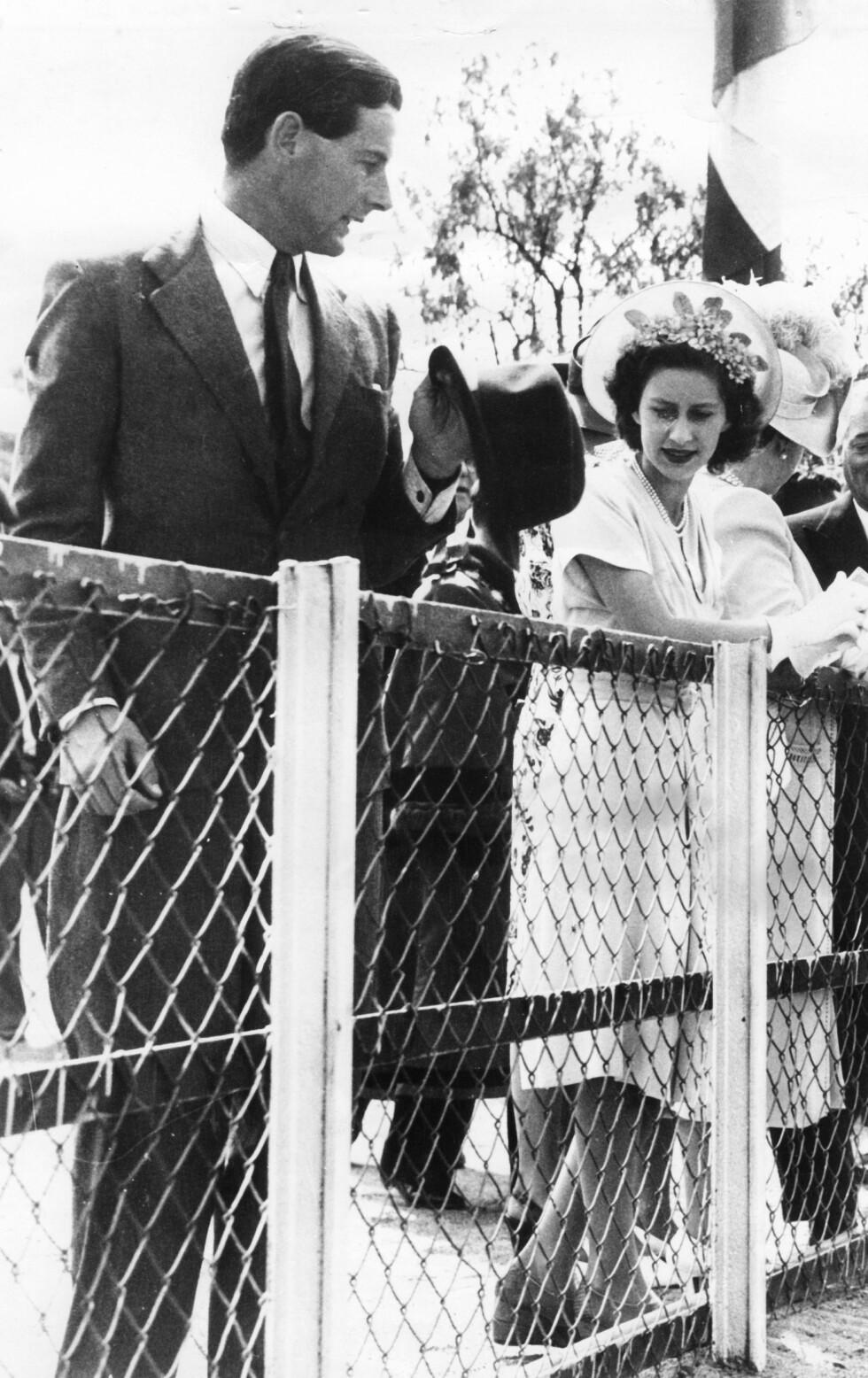 HOLDT KJÆRLIGHETEN SKJULT: Prinsesse Margaret og flykaptein Peter Townsend gjorde alt de kunne for å skjule den gryende kjærligheten dem i mellom. Dette bildet er tatt i Sør-Afrika i 1947. Foto: NTB Scanpix