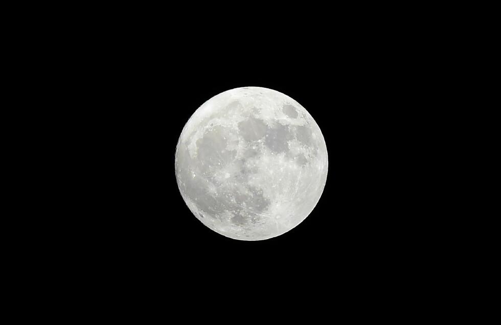 SUPERMÅNE: Ikke siden 1948 har månen vært så nærme jorda som den var i november 2016.  Foto: Afp