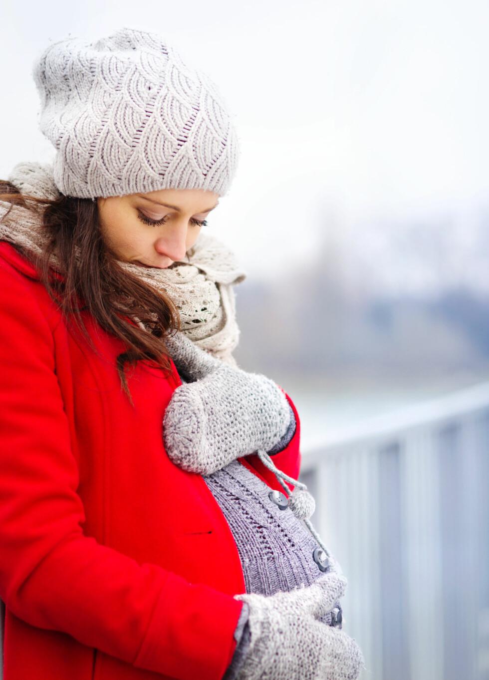 ANBEFALES VAKSINE: I de aller fleste tilfeller kommer du deg trygt igjennom en influensa selv om du er gravid, men gravide anbefales å ta vaksine, da viruset kan skade både mor og barn.  Foto: Scanpix