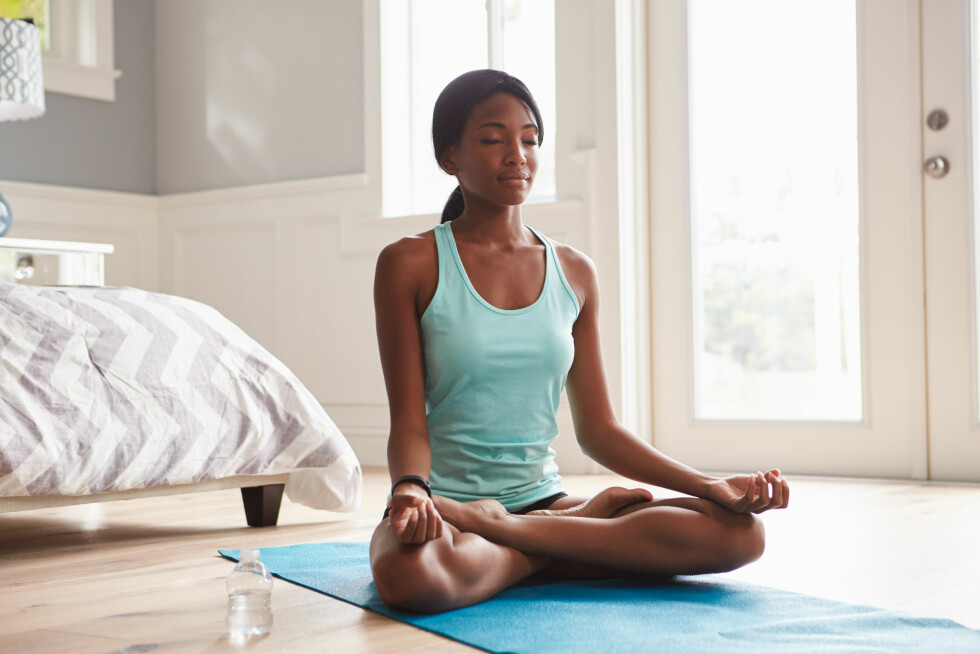 FOKUSER PÅ PUSTEN: Ønsker du å prøve mindfulness for å oppnå bedre sexlyst eller stresse ned i hverdagen, kan du ifølge Johansen sette deg ned og bli bevisst på din egen pust.  Foto: Shutterstock / Monkey Business Images