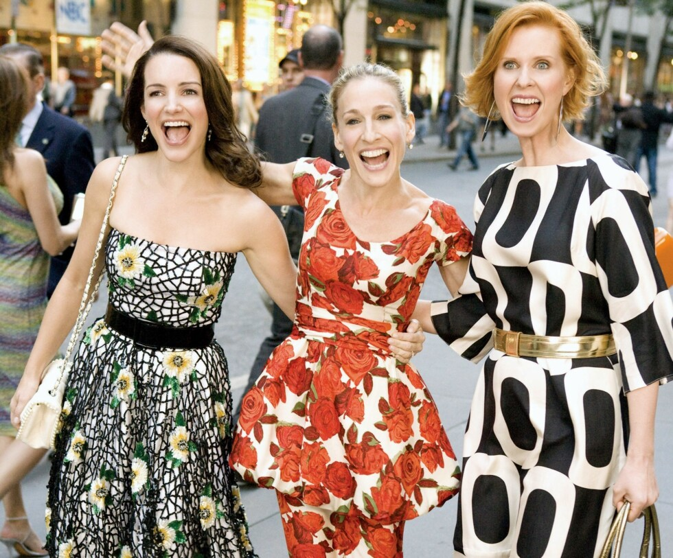 LA DEG INSPIRERE: Karakterene Charlotte, Carrie og Miranda i Sex og singelliv går for tre ulike ermevarianter. Foto: Mary Evans Picture