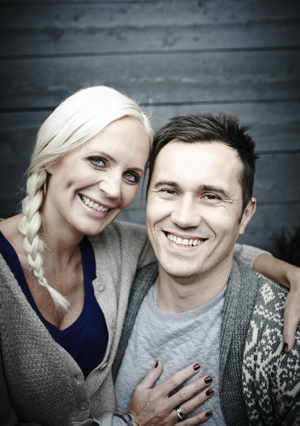 KRONISK SYK: Ingrid Anette Hoff Melkersen (34) lever med kronisk betennelse i tarmsystemet og har utlagt tarm. Gjennom 17 år har Daniel (36) alltid vært der for henne. Foto: Geir Dokken