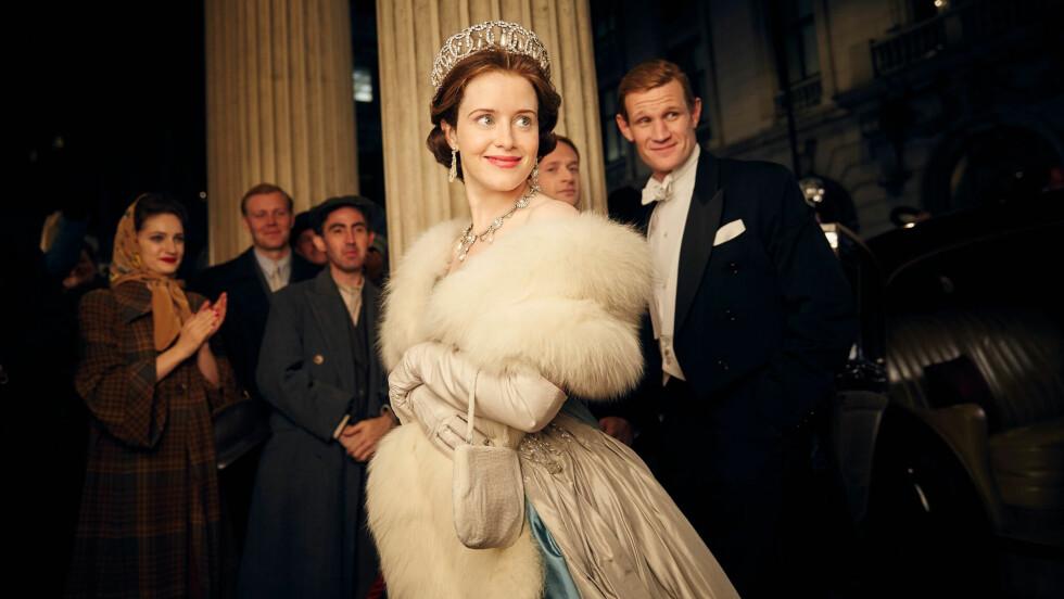 THE CROWN: Serien er av Netflix' dyreste egenproduserte produksjoner - og det å redesigne dronning Elizabeths overdådige garderobe skal ha spist mye av budsjettet. Det er Claire Foy som har kapret rollen som dronning Elizabeth, mens prins Philip spilles at Matt Smith. Foto:  FOTO: Netflix
