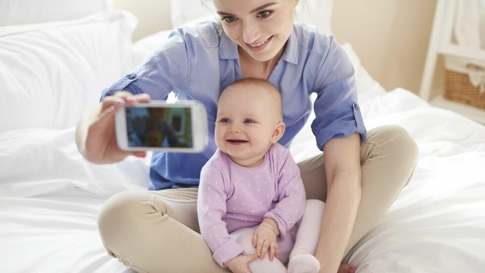 NYBAKT MAMMA: Med mindre tid og energi, og økt fokus rettet mot familien, er det naturlig å ha mindre tid til venner etter man får barn. Foto: Shutterstock / gpointstudio