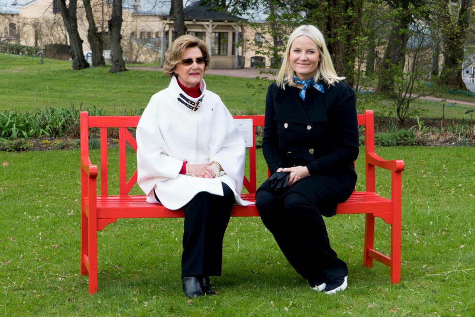 HØYE BESKYTTERE: Dronning Sonja og kronprinsesse Mette-Marit er personlig engasjerte i TV-aksjonen og er i år høye beskyttere for Røde Kors. Foto: Røde Kors // Olav A. Saltbones // NRK