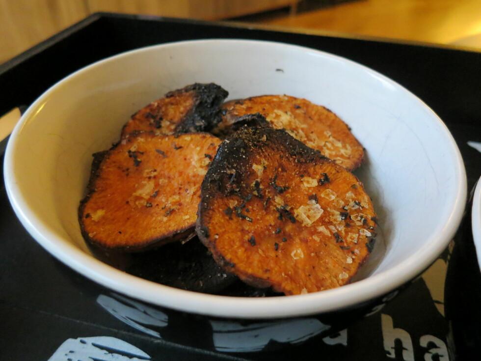 EN SØT POTET: Søtpotet er blitt en superhit å lage deilig chips av. Foto: Helene Drage