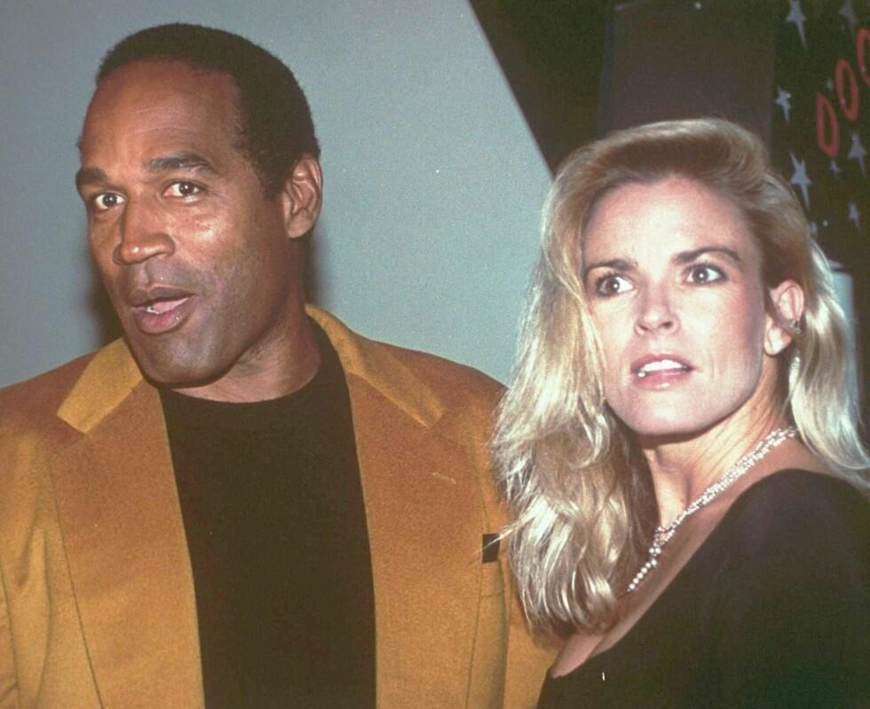 DEN GANG DA: O.J. Simpson og Nicole Brown Simpson fotografert høsten 1993. Under ett år senere var hun død. Foto: NTB Scanpix