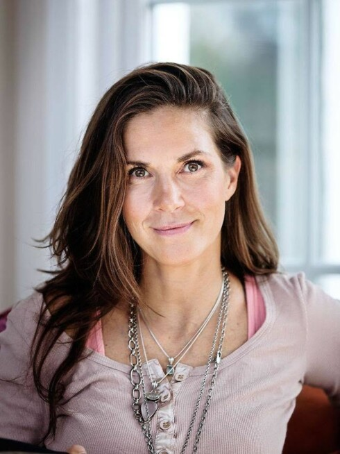 VÆR LOJAL: Bianca Schmidt, sexolog og gestaltterapeut, som understreker viktigheten med å være lojal mot paret og høre med dem om hvilke ønsker de har i den tunge perioden. Foto: Privat