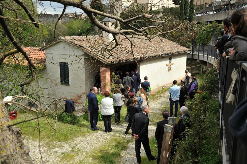 DET HVITE HUSET: I denne leiligheten i Perugia bodde Amanda Knox sammen med tre andre jenter. En av dem var britiske Meredith Kercher som ble funnet død i 2007.  Foto: AP