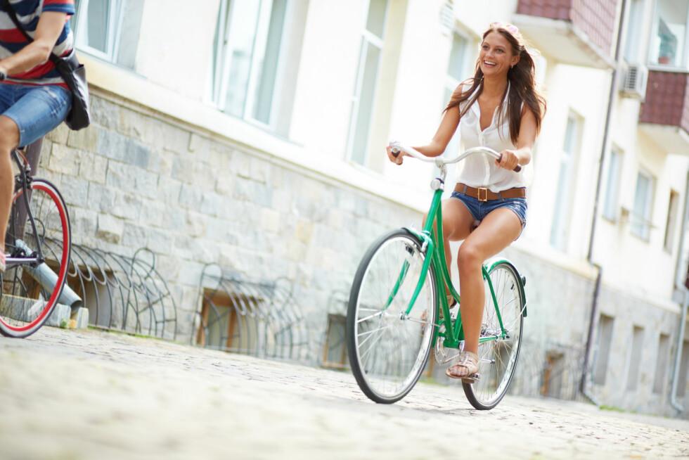 VÆR FYSISK AKTIV: En sykkeltur eller en gåtur om dagen kan gi deg mange helsegevinster. Foto: Shutterstock / Pressmaster