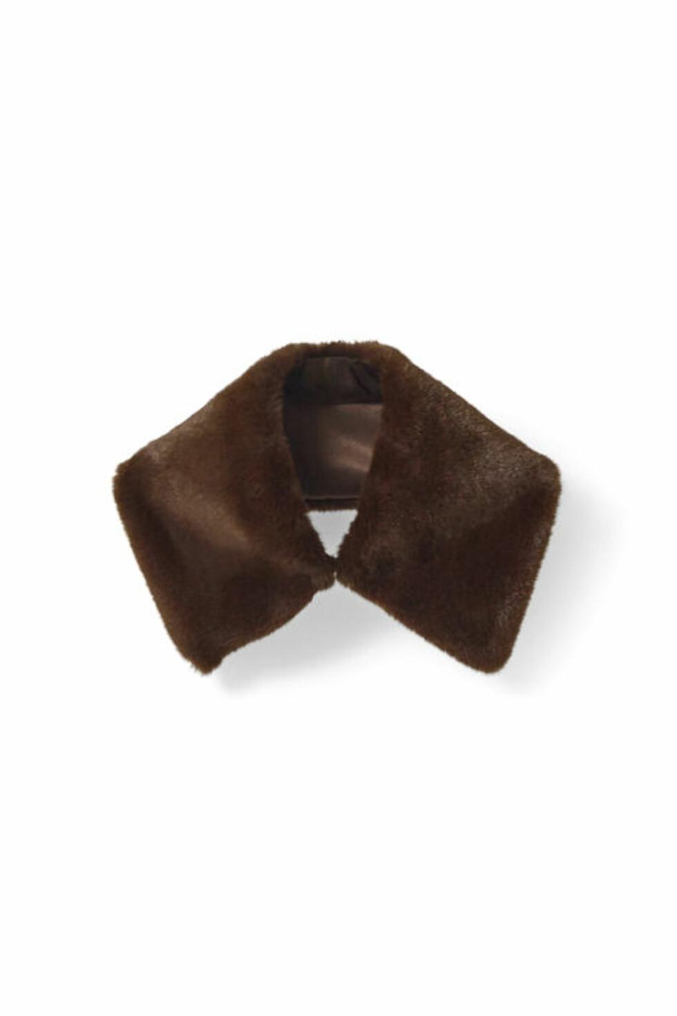 Krage fra Ganni | kr. 549 | http://www.ganni.com/shop/accessories/fenn-fur-collar/A0993.html?dwvar_A0993_color=Potting%20Soil#start=2