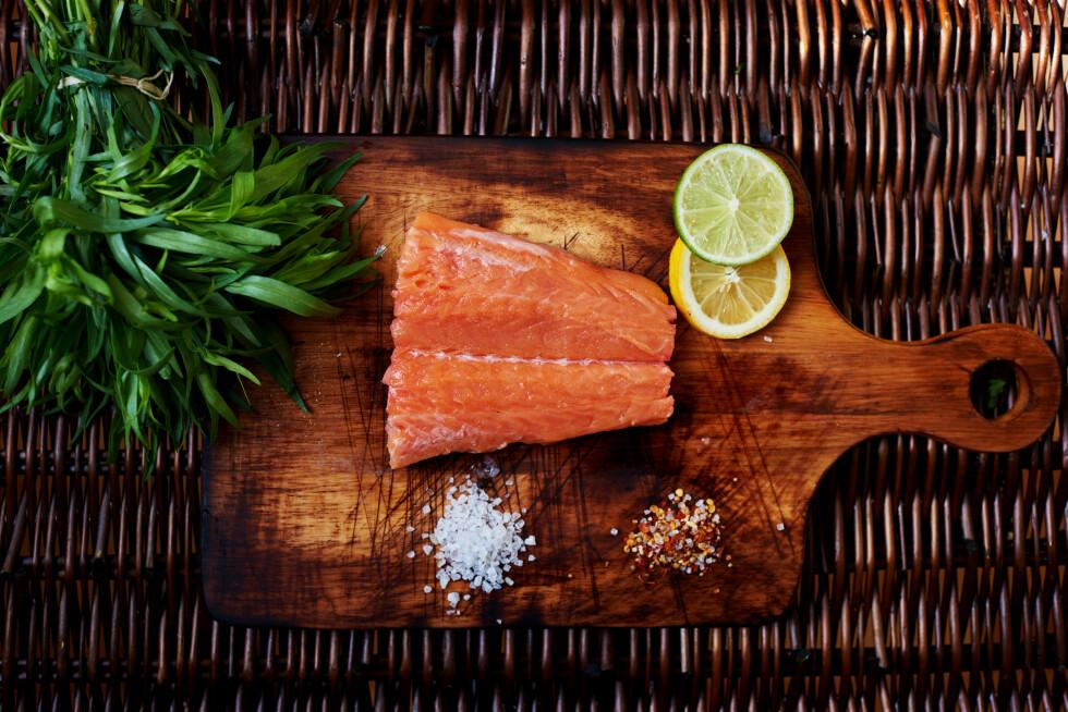 GOD KILDE: Fet fisk som laks og ørret et noen av de viktigste kildene til vitamin D i det norske kostholdet. Foto: Shutterstock / ESstock