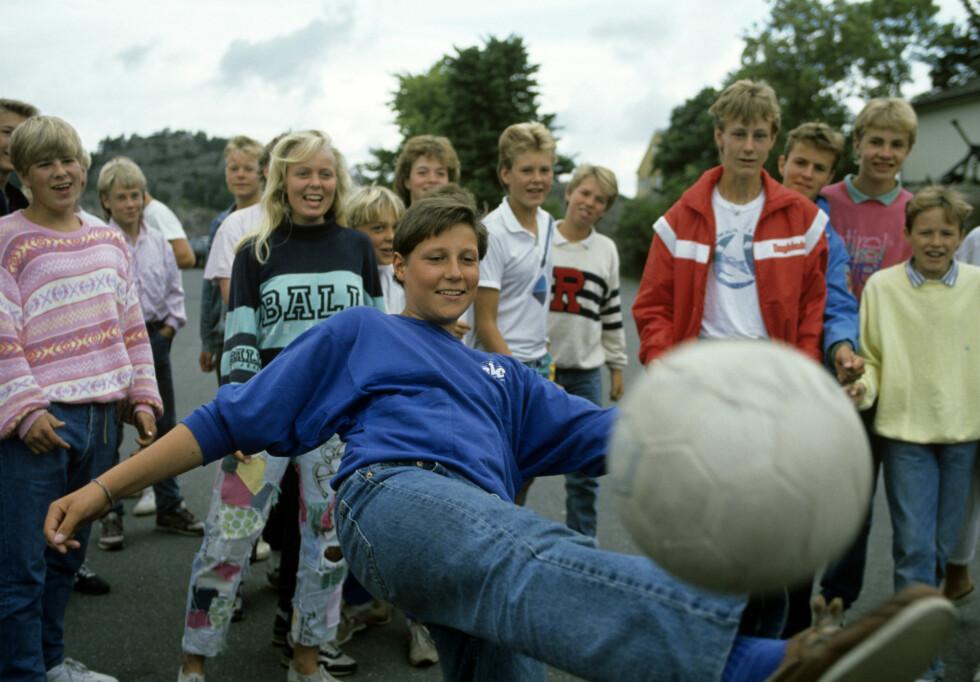 UNGDOMSTID: Kronprinsen fotografert på konfirmantleir i 1988. I et intervju som står på trykk i ungdomsmagasinet VIBRO forteller han at konfirmasjonen var hans første offentlige opptreden som kun omhandlet ham.  Foto:  FOTO: Aftenposten // NTB Scanpix