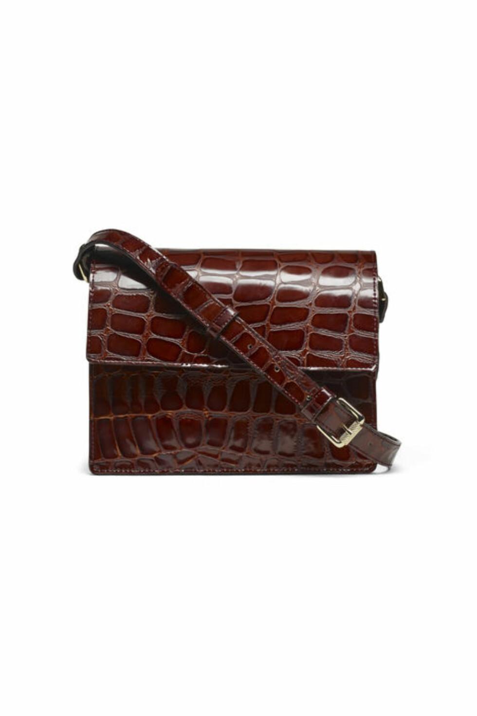 <strong>Veske fra Ganni | kr 3499 | http:</strong>//www.ganni.com/shop/bags/gallery-accessories-bag/A0977.html?dwvar_A0977_color=Soil%20Croco