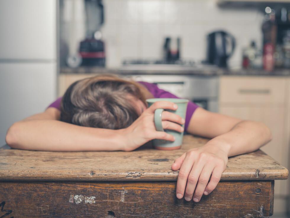 GJØR DEG SLITEN OG SLAPP: Litt sukker og litt fett er ikke farlig, men mye av det, og spesielt i kombinasjon gjør deg sliten og slapp og kan forstyrre søvnen.  Foto: Scanpix