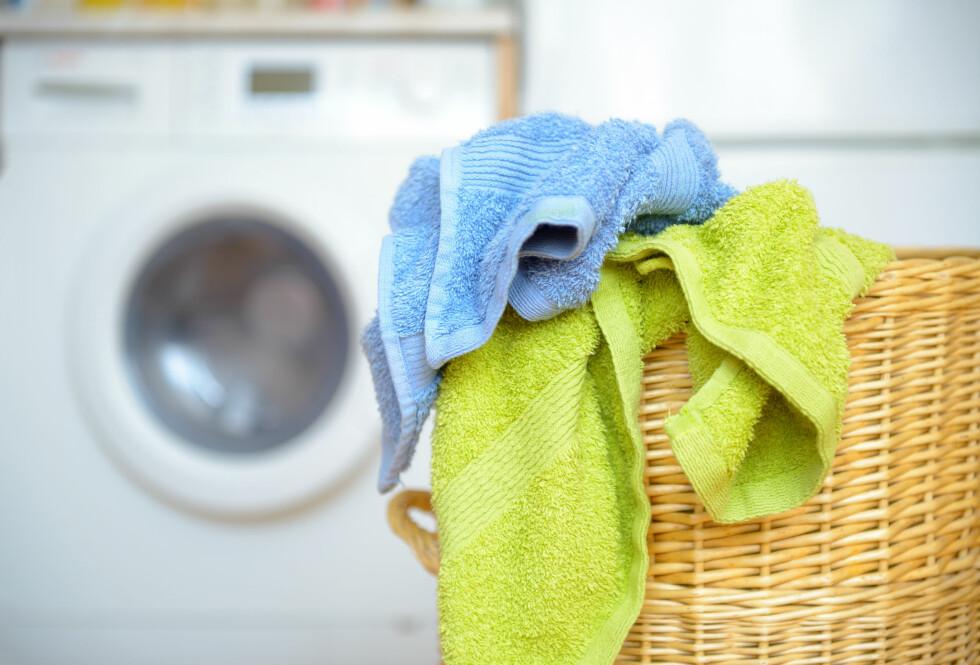 HÅNDKLÆR: Tenk én stil. Ikke ha mange håndklær i forskjellige farger på badet.  Foto: Monika Wisniewska - Fotolia