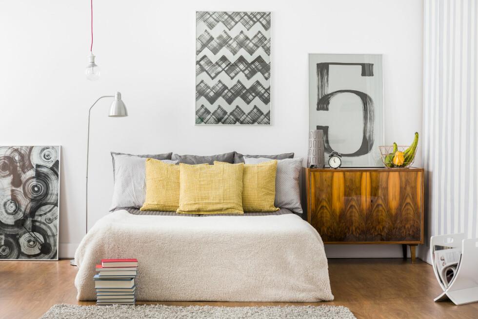 FØR VISNING: Et av rommene som bør være ryddig før visning er soverommet. Bruk gjerne et fint sengetøy og mange puter, råder ekspertene.  Foto: Shutterstock / Photographee.eu