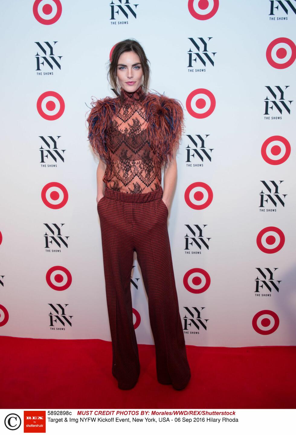 RØD LØPER: Modellen Hilary Rhoda på rød løper under New York Fashion Week Kickoff.  Foto: Rex Features