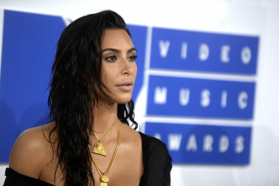 <strong>KARDASHIAN:</strong> 35-åringen stråler på rød løper under årets MTV Video Music Awards. Foto: DPA