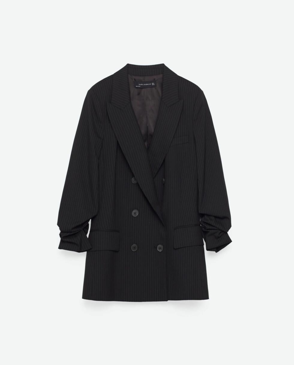 <strong>Dressjakke fra Zara | kr 799 | http:</strong>//www.zara.com/no/no/trf/t-skjorter/t-skjorte-med-lapper-og-paljetter-c269214p3746030.html