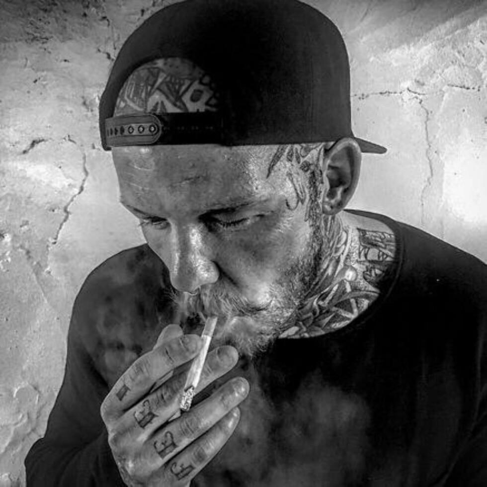 MER OG MER: Tommy Berntsen jobber som tatovør i Trondheim, og er nesten helt full av tatoveringer.  Foto: Privat
